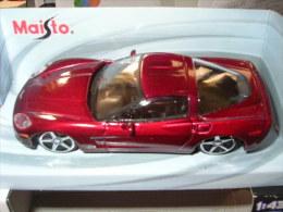 31-60. Coche Escala 1/43. Chevrolet Corvette (Morado). Maisto - Maisto