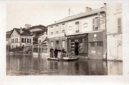 Carte  Photo A Situer , Devanture  Cafe, Tabac , Billard ....innondation Devant Les Batiments - Cartes Postales