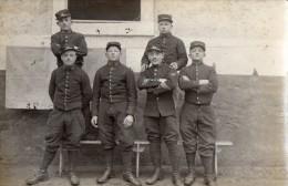 CPA 1367 - MILITARIA - Carte Photo Militaire - Soldats N° 30 Sur Les Cols - Personnages