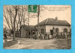 Troyes. Allée Weber Huit Jours Après L'inondation. Niveau De L'eau Indiqué Par L'ombre Au Dessus Des Personnes 30/1/1910 - Troyes