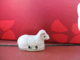 f�ve un animal le  mouton  - s�rie   santons 25 - ann�e 1999  -  f�ves - rare