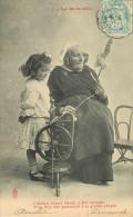 Enfants - Fillette - Femmes - Femme - Coiffes - Costumes - Métiers - Fileuses - Fileuse Au Rouet - La Quenouille - Enfants