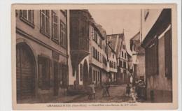 Carte Postale - Ammerschwhir - Grand'rue Avec Balcon Du XVe Siècle - France
