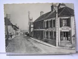 77 - VILLEMER - LE GRANDE RUE - ANIMEE - COMMERCES-  CAFE RESTAURANT - France