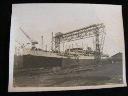 Photo 24 X 18 Circa 1920 Aux Ateliers Et Chantiers De La Gironde  Bordeaux Le Paquebot Aramis  NW43 - Boats