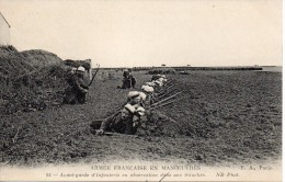 Avant Garde D'infanterie En Observation Dans Une Tranchée. N°94