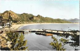 Madagascar - Fort-Dauphin - Le Port Et La Baie - Edition Du Sud- Carte Dentelée Et Coloré - Madagascar