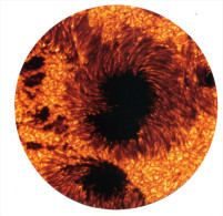 Astronomie : CPM Ronde : Tâche Solaire : Les Zones Plus Froides De La Surface Du Soleil Sont Sous La Forme De Tâches - Sterrenkunde