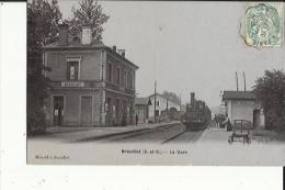 Breuillet  91    Carte Glacée De La Gare  Avec Les Quais Animés Et Train Entrant En Gare - Other Municipalities