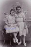 0213 / CDV K. Zeleny, Josefstadt - Zwei Kleine Mädchen Verkleidet Als Engel / Efen, Girl Fille - Carte De Visite Photo - Anonyme Personen