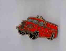 Pin's Pompier / Camion (signé Ballard Dévidoir Automobile Pompe Laffly 1943) - Brandweerman