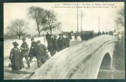 N°9044  -  Tours - Le Pont Du Milieu, Sur Le Canal à L'heure De Sortie Des Ateliers De Saint Pierre Des Corp  - Rad03 - Tours