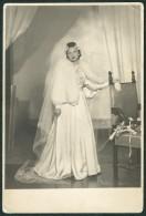 ROMANIA, Bucharest, Color Studio, Vintage Photo, 1930s / 1940s: Wedding Portrait, Glamorous Bride - Anonyme Personen