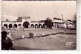 Tchad - FORT LAMY - Le Square de la Poste -  anim� cin�ma ETOILE BAR DE LA POSTE - Station Service pompe  essence - CPSM