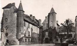 Cpsm SALERS, La Grande Place  Et Ses Tourelles    (38.16) - France