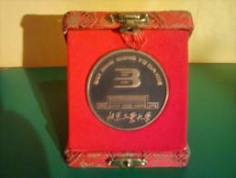 MEDAILLE EN CUIVRE CHINOISE DE LA PAIX ENTRE LES DEUX PEUPLES BEI JING GONG YE DAXUE - Entriegelungschips Und Medaillen