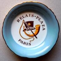 Cendrier coupelle du Plaza Ath�n�e/ Relais Plaza (Paris) le restaurant du Palace 1960
