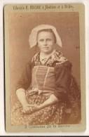 CDV Photo Originale XIX ème Femme En Costume Régional Savoie Photo Ducloz Moutiers Brides - Oud (voor 1900)