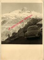 Voiture Année 50/60 Simca? Devant Très Beu Paysage Glacier Du Rhône-chalet à L'enseigne EISGROTTE-Suisse - Cars