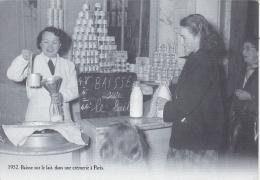 CP REPRODUCTION EDITIONS ATLAS  BAISSE DU LAIT  UNE CREMERIE A PARIS 1952 - Histoire