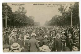 Ref 196 - PARIS 8 - Place De La Concorde - Le Départ - Foule Emboîtant Le Pas Des Militaires - Suit La Marche (1904) - Distrito: 08