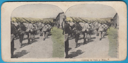 COMING IN FROM A HIKE - original vintage stereoscope stereo photo card carte st�r�oscopique