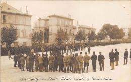 VAUCLUSE  84  AVIGNON  PLACE DU PALAIS  REMISE DE DECORATIONS  MILITARIA   CARTE PHOTO - Avignon