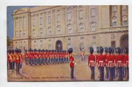 CHANGING THE GUARD, BUCKINGHAM PALACE - Buckingham Palace