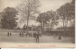 CPA 36 CHATEAUROUX   ECOLE LEON XIII  UNE COUR DE RECREATION - Chateauroux
