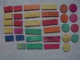 """Petit Lot De 32 Pièces De Jeu De Société """"Nain-jaune"""" En Bois - Toy Memorabilia"""