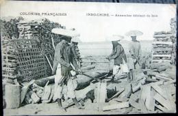 VIETNAM INDOCHINE  ANNAMITES DEBITANT LE BOIS  TRAVAIL DU BOIS - Viêt-Nam