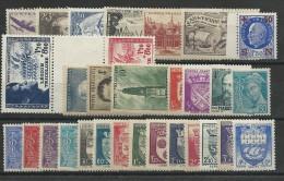 ANNEE 1942 COMPLETE - YVERT N°538/567 AVEC PAIRE INTERVALLE LEGION ** - COTE = 100 EUROS - - 1940-1949