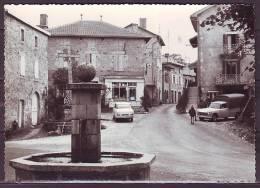 CPSM De GLENAT    La Place Et La Fontaine    Non Ecrite   VOITURE  Et  BOUTIQUES - Non Classés