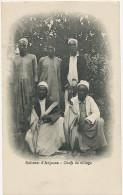 Comores Sultanat Anjouan Sultan Chefs De Village Avec Sable Et Parapluie Comoros Sultanate - Comores