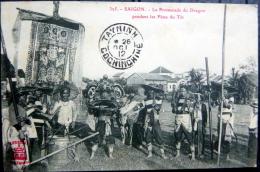 VIETNAM INDOCHINE SAIGON LA PROMENADE DU DRAGON  PENDANT LES FETES DU TET  COUTUMES - Viêt-Nam