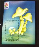 ANTIGUA & BARBUDA  2433  MINT NEVER HINGED SOUVENIR SHEET OF MUSHROOMS     ( - Pilze