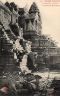 54Asc     Cambodge Ruines D'Angkor Escalier Conduisant Au Sanctuaire En TBE - Cambodia
