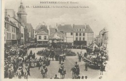 LAMBALLE  ( 22 )   - La Grande Place , Un Jour De Cavalcade - Lamballe