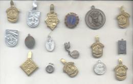 17 ANTIGUOS PINES PINS BROCHES DE SOLAPA SOLD AS IS - LOTE LOT COMPOSICION ALCAZAR RELIGION INCLUYE BARCELONA - Badges