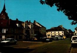91-ANGERVILLE...LA PLACE AVEC VOITURES,COMMERCES....CPM - Angerville