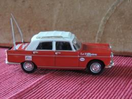 Peugeot 404   - Norev 1/43 -  Le Parisien  L´Equipe - Norev