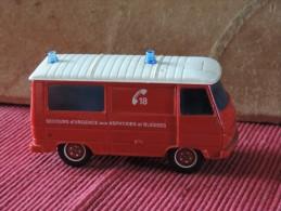 Camion Sapeurs Pompiers - Solido 1/50 N°2120 - Peugeot J9 - Secours D´urgence Aux Asphyxies Et Blesses - Solido