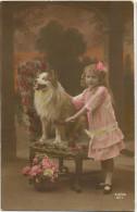 Petite Fille Avec Chien Berger Shetland - Chiens