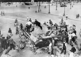 GUERRE 1939_45(PARIS) CHAR(TANK) - Guerre 1939-45