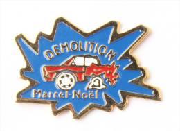 Pin's DEMOLITION Marcel Noël - Voiture Accidentée Smash - E105 - Badges