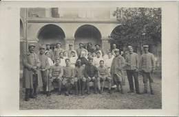 Carte Photo - Soldats Blessés En Convalescence Avec Les Infirmières - Weltkrieg 1914-18