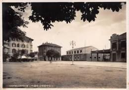 "03321 ""CASTELLAMONTE (TO) - PIAZZA UMBERTO I"" ANIMATA. CARTOLINA POSTALE . SPEDITA 1940. - Andere Steden"