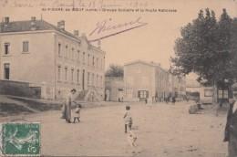 SAINT PIERRE DE BOEUF (42) LA PLACE ET L'ECOLE - Unclassified