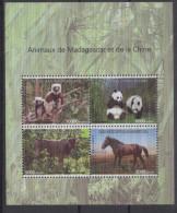 Madagascar Madagaskar 2014 Mi. 322y Chine SILK SOIE Bloc Sheet Block China Joint Issue Faune Fauna Panda Cheval Horse - 1949 - ... People's Republic
