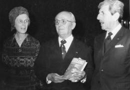 Photo De Presse  - Les Généraux  VEZINET  . MASSU  Et   La Générale HAUTECLOQUE  En 1974 - Sporten